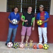 Remise de ballons et trophées pour les equipes de football du village