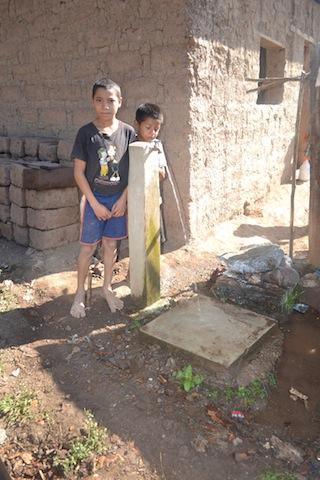 La joie des enfants et des parents : enfin de l'eau potable !